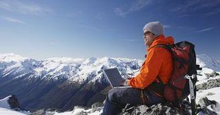 Using-laptop-on-snowy-mountain